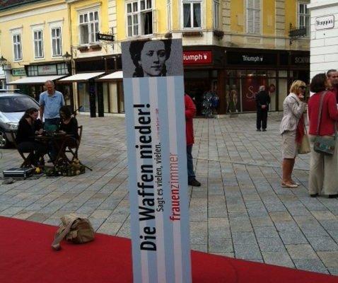 Gedenken an Bertha von Suttner zu ihrem 100. Todestag am 21.6.2014 in Baden am Hauptplatz